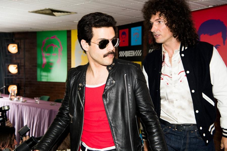 R – Rami Malek (Freddie Mercury) and Gwilym Lee (Brian May) star in Twentieth Century Fox's BOHEMIAN RHAPSODY.