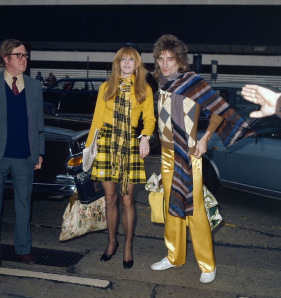 24th January 1974:  British rock singer Rod Stewart at London Airport with model Dee Harrington. Stewart has performed with the Jeff Beck Group and the Faces before embarking on a successful solo career.  (Photo by Fox Photos/Getty Images)