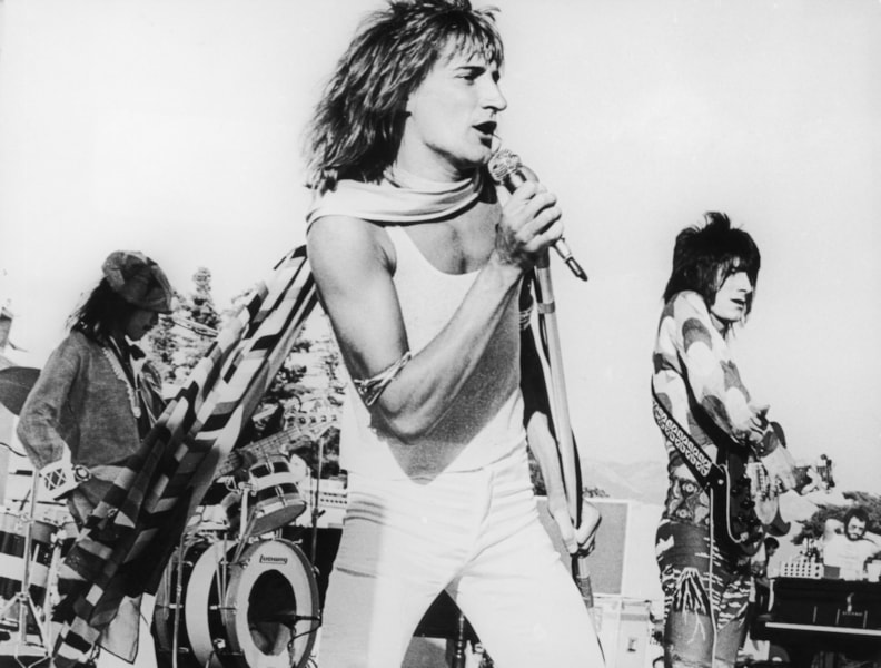 Rock group The Faces play to an audience of 22,000 people at the Earl Warren Showgrounds in Santa Barbara, California, 1973.  Left to right: bass player Tetsu Yamauchi, singer Rod Stewart and guitarist Ron Wood.  (Photo by Keystone Features/Hulton Archive/Getty Images)