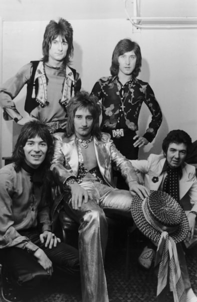 English pop group The Faces in their dressing room before a concert at Wembley Stadium, 30th October 1972. The New York Dolls and Slade are also on the bill. Left to right: Ian McLagan, Ron Wood, Rod Stewart, Kenney Jones and  Ronnie Lane. (Photo by P. Felix/Daily Express/Hulton Archive/Getty Images)